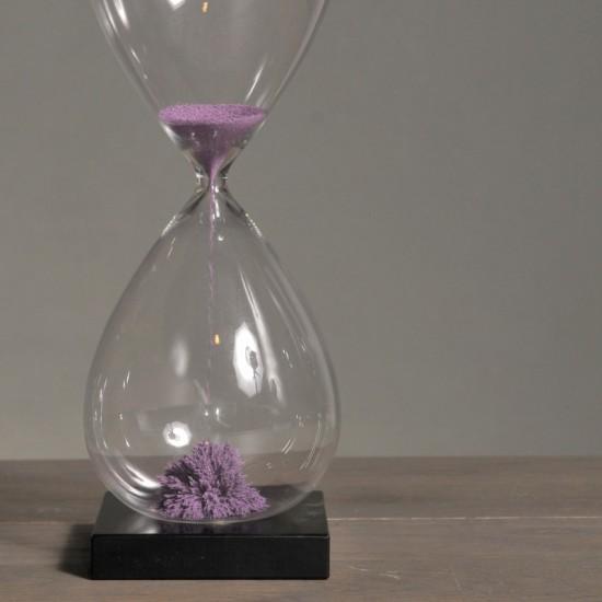Purple magnetic sandglass