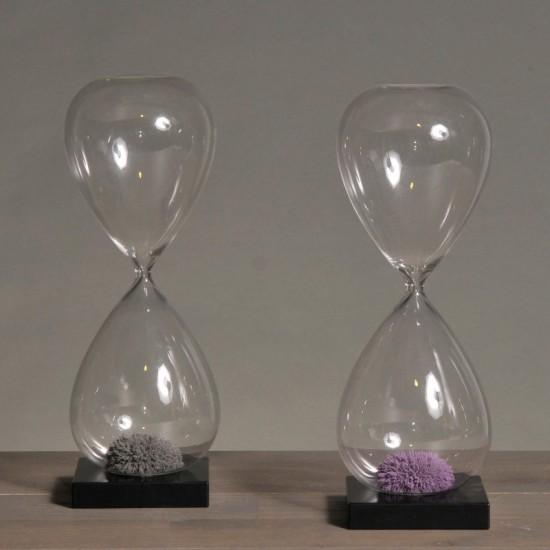 Grey magnetic sandglass